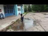 Клим и лужа (мама дает добро))) 1год8мес